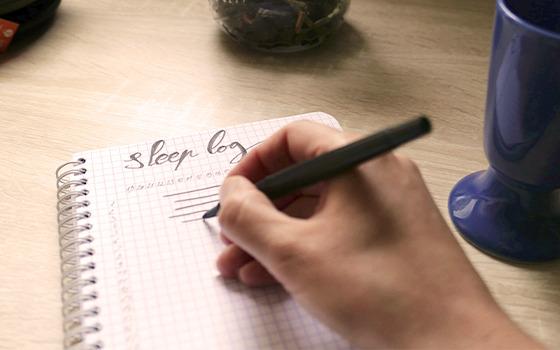 Tenir un journal du sommeil pour mieux dormir